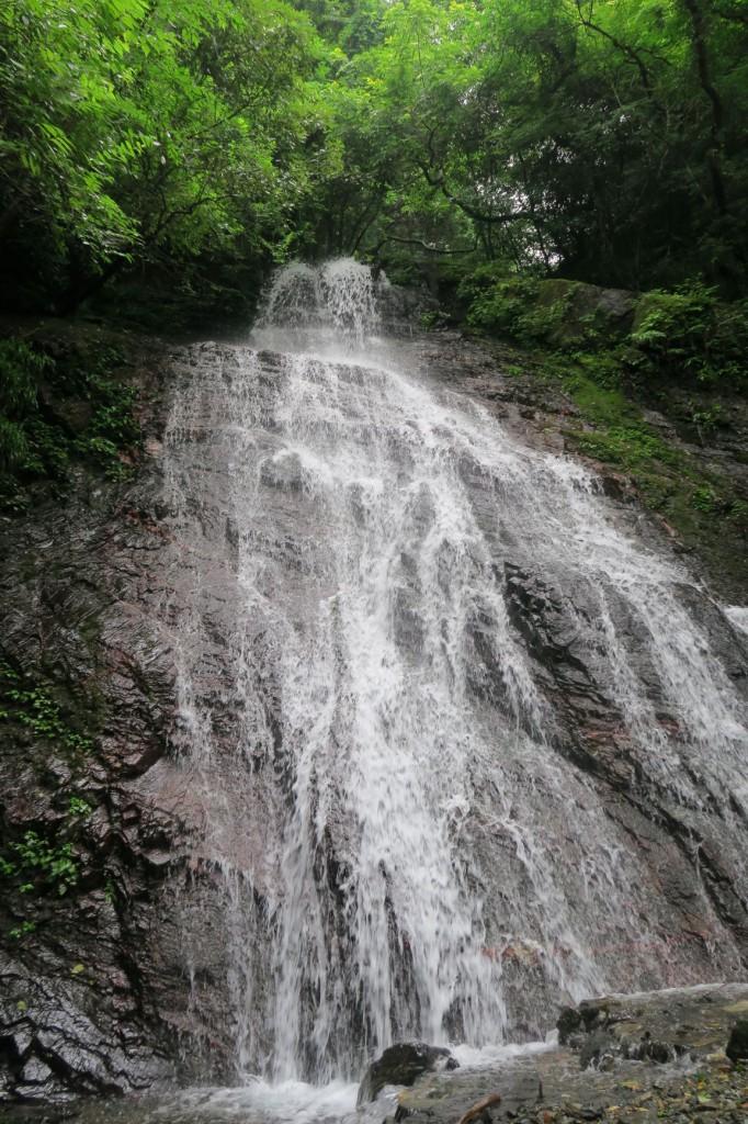 「アンノ滝」連日の降雨で水量が多い。