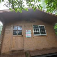 真新しい避難小屋は良く管理されていました。